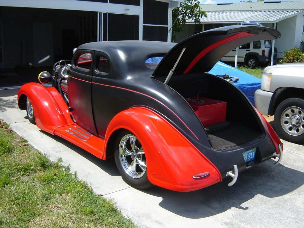 Hemi beast 1936 Plymouth street hot rod