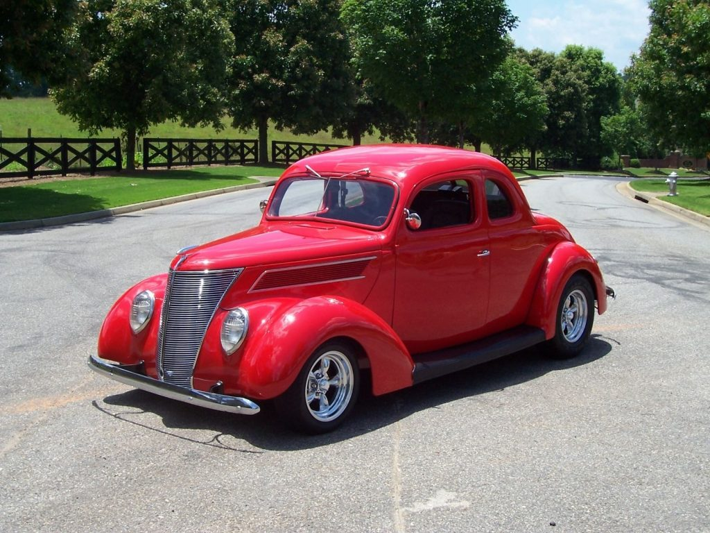 Show winner 1937 Ford 5 Window Coupe Hot Rod