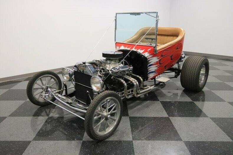 shiny 1923 Ford T Bucket hot rod