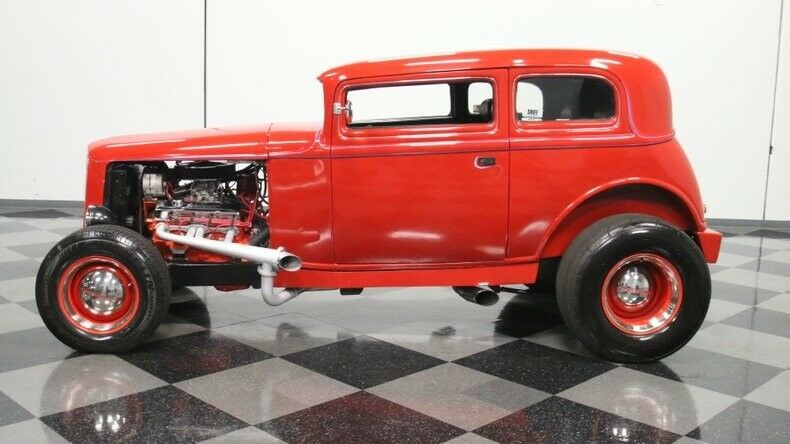 stylish cruiser 1932 Ford 5 Window Vicky hot rod